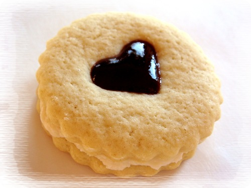 ... Christmas Cookies: Raspberry Almond Linzer Cookies | No Empty Chairs