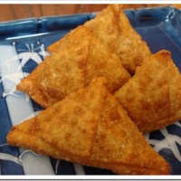 Indian Samosa with Mint Cilantro Chutney