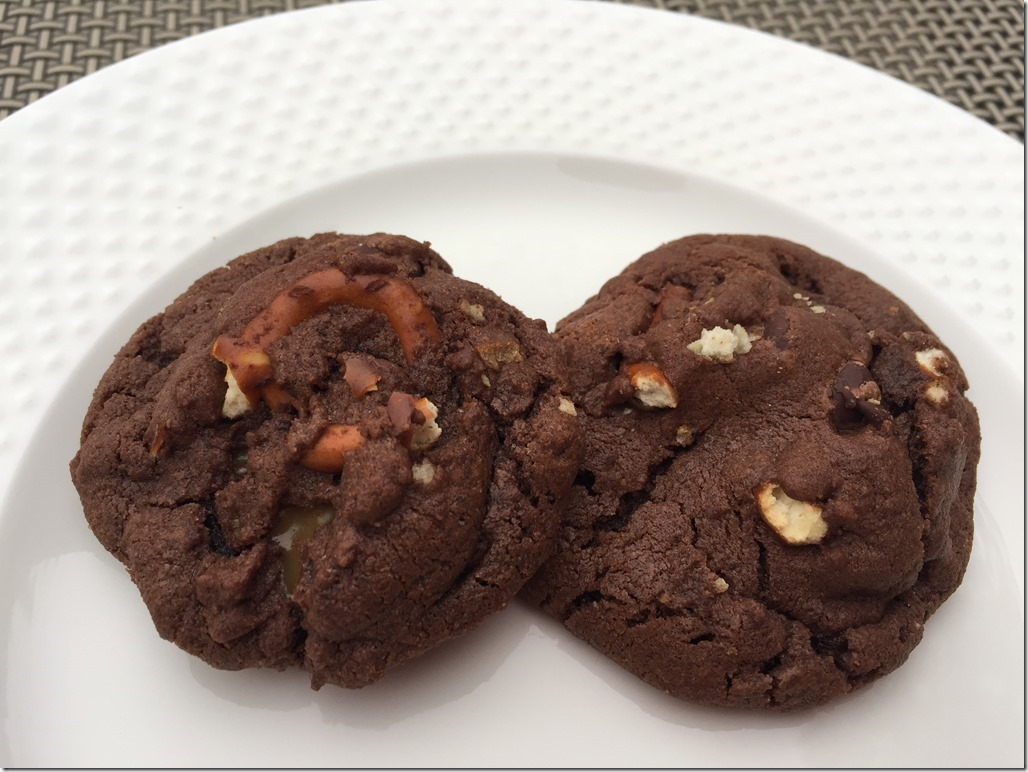 Chocolate Caramel Pretzel Cookies_thumb[3]